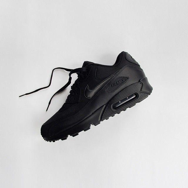 nike rn 56323 short - 1000+ ideas about Black Nike Sneakers on Pinterest   Black Nikes ...