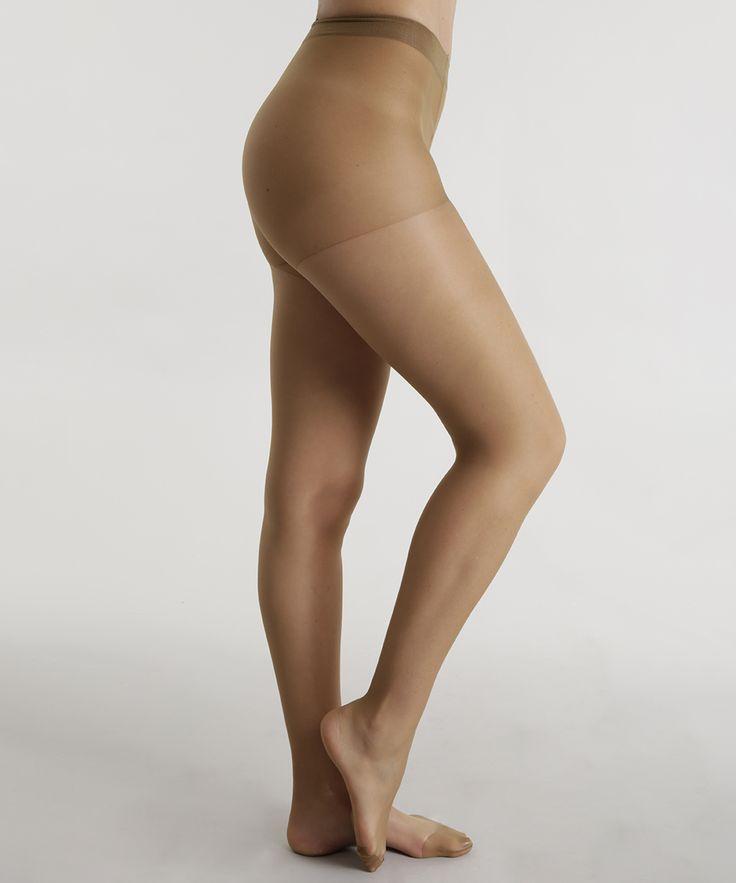 Essa meia calça foi confeccionada em fio 15. O modelo tem aderência clássica. O cós tem acabamento duplo e reforçado.    Composição: 84% Poliamida 16% Elastano