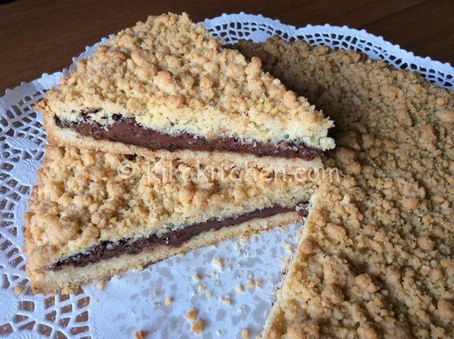 La sbriciolata alla nutella è una delle varianti più apprezzate della classica sbrisolona. Un dolce goloso, morbido e friabile. Consigliata!