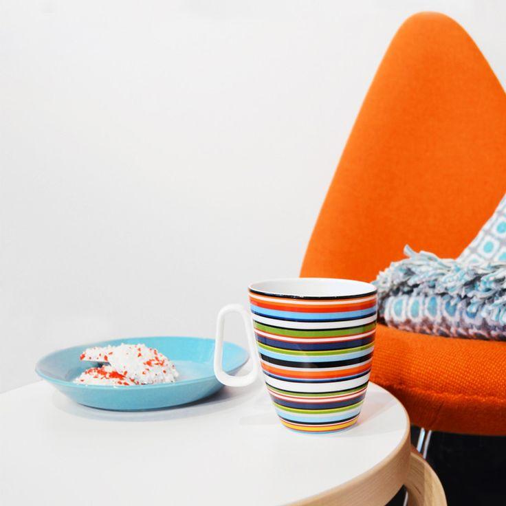 De kleurrijke streeppatronen en eenvoudige vorm zorgen voor een perfect servies geschikt voor iedere gelegenheid en goed te combineren met de andere serviezen van Iittala.
