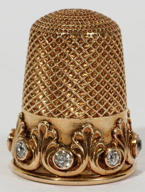 Late Victorian dedal de oro con diamantes talla minas.
