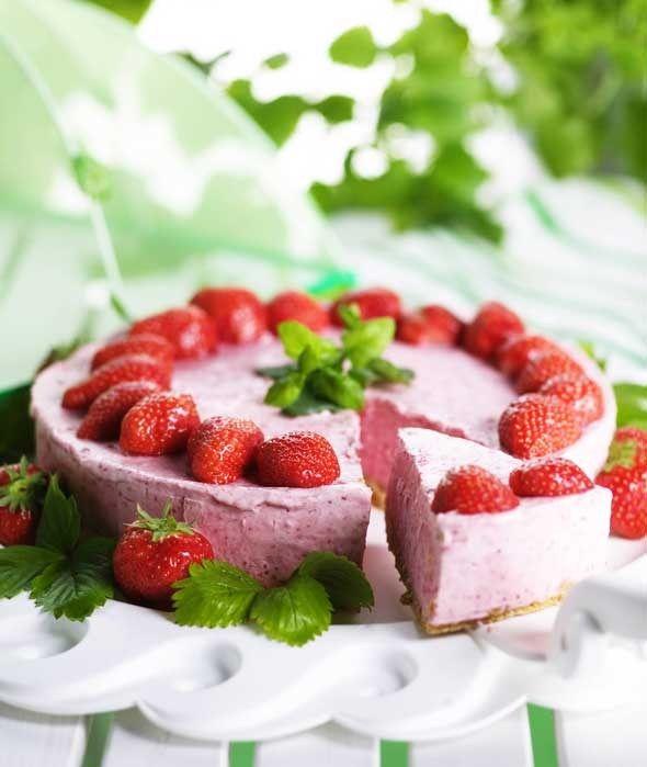 Jäädytetty mansikka-juustokakku, resepti – Ruoka.fi - Strawberry Cheese Cake