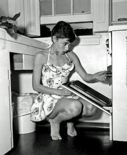 .: Kitchens, Black And White, Audrey Hepburn, Black White, Style Icons, Audreyhepburn, Cooking, The Dresses, Photo
