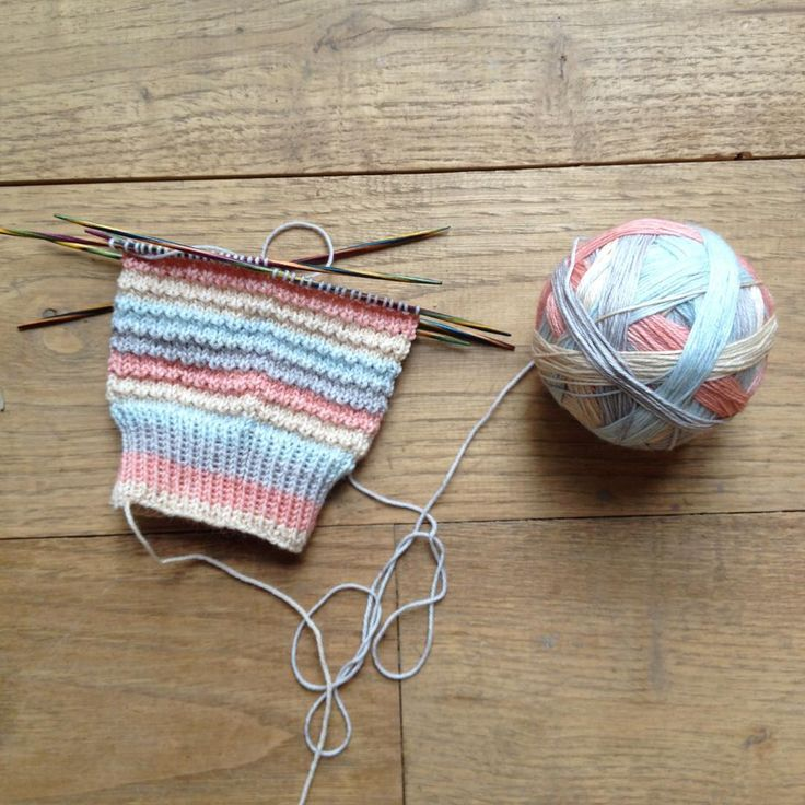 Easter sock! An Easter without socks on the needles wouldn't be an Easter! #knitting #studiomeezyarn #operationsockdrawer