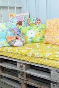 vintage fabrics on pallets: Pallets Lounge, Outdoor Seats, Pallets Beds, Pallets Daybeds, Vintage Fabrics, Gardens Lounges, Pallets Seats, Colors Pillows, Vintage Sheet