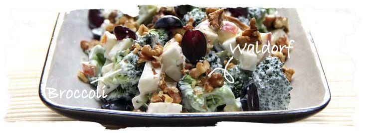Waldorfsalat af broccoli, knoldselleri, æble og druer