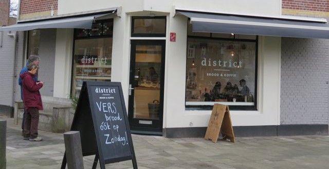 Vers brood, lekkers en koffie bij District