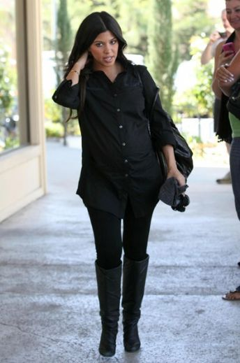 The Kardashian girls, Khloe, Kourtney, Kim and their mom Kris Jenner on a family shopping trip in Calabasas. Khloe was showing off her diamond wedding ring and Kourtney`s baby bump was getting bigger.  (October 3, 2009 - Photo by Photo Agency)