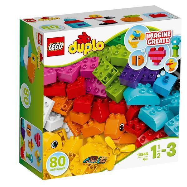 Diese tolle Auswahl an einfachen LEGO® DUPLO® Steinen regt die Fantasie von Kleinkindern an, die endlosen Bauspaß erleben werden! Mit diesen farbenfrohen Steinen, von denen manche auf zwei Seiten verziert sind, einem Propeller und Baukarten als Inspiration können Kinder so ziemlich alles bauen, was ihnen einfällt ein Flugzeug, ein Boot oder ein kleines Haus! DUPLO Steine sind speziell für kleine Hände geeignet und besonders lustig und sicher aufgemacht.