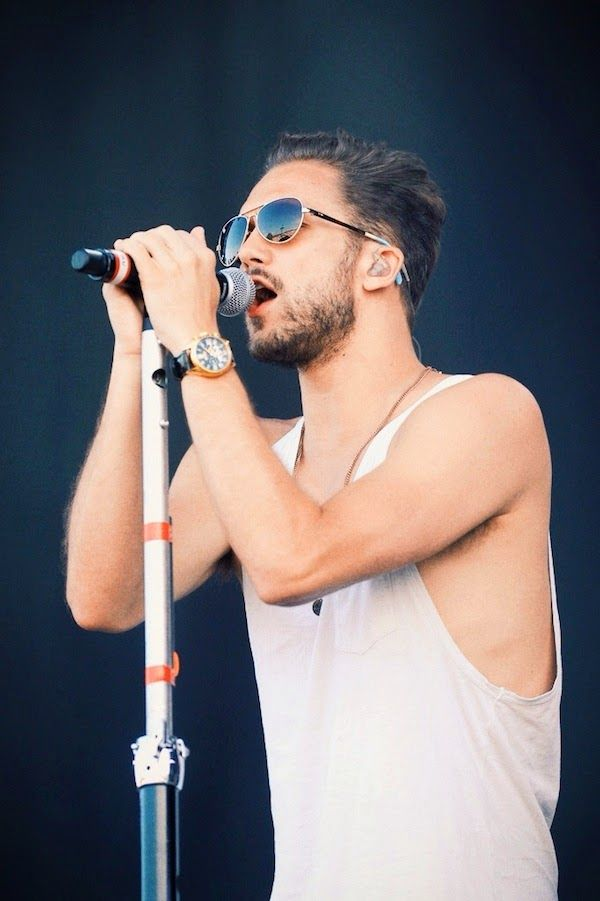 Andy Brown from 'Lawson' looking gorgeous with his TOMS sunglasses at #IsleOfWightFestival 2014 http://www.whats-he-wearing.com/2014/06/andy-brown-lawson-TOMS-sunglasses-isle-of-wight-festival-2014.html