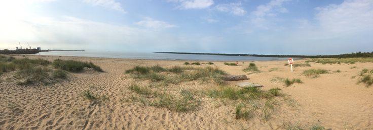 Panoramabild över Västra Stranden (dog shit beach).