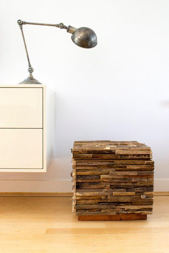 He encontrado este interesante anuncio de Etsy en https://www.etsy.com/es/listing/227035846/rustic-storage-box-made-of-reclaimed
