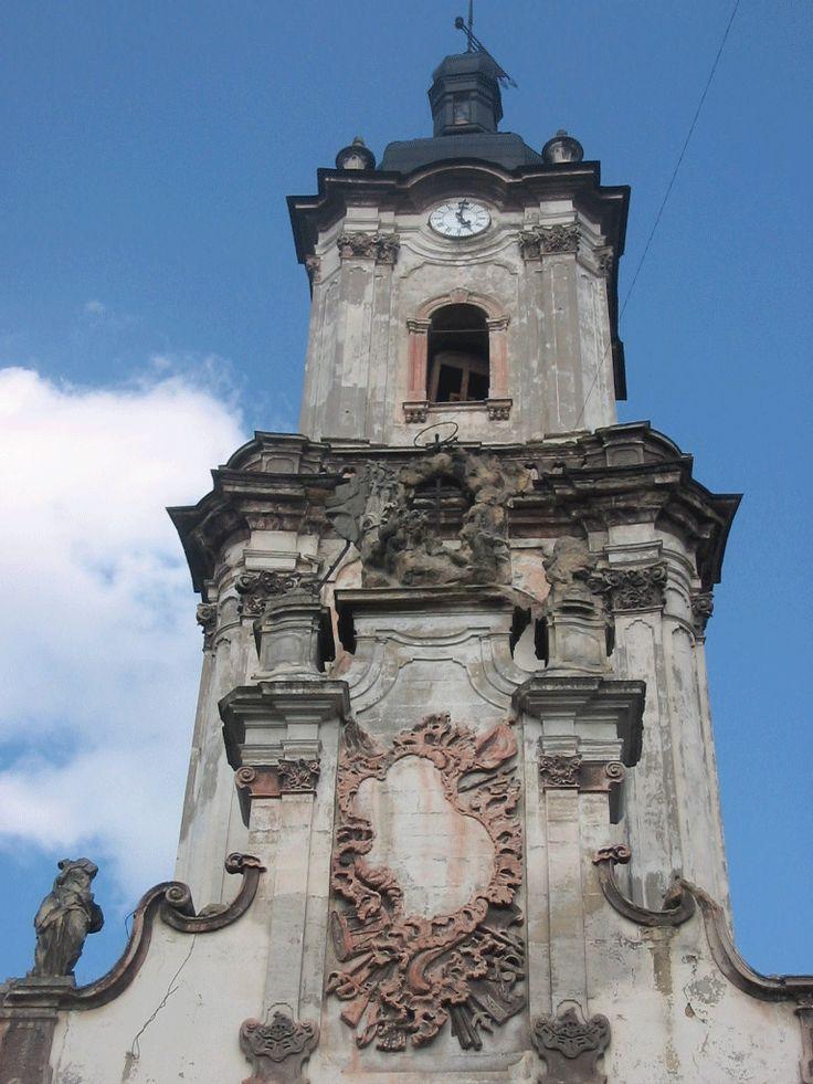 Бучацька ратуша оздоблена скульптурами Пінзеля