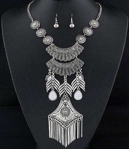 http://www.goedkopesieraden.net/Zilveren-statement-sieraden-set-ketting-oorbellen-met-zilveren-hangers