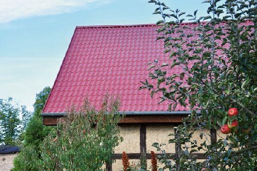Homeplaza - Sicher befestigte Metalldachplatten trotzen auch starken Böen - Stürmischen Zeiten entspannt entgegensehen