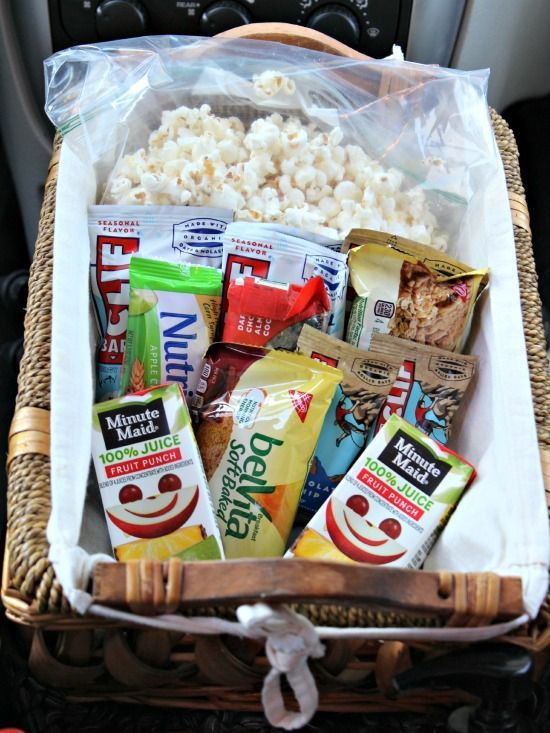 Great snacks to have for a car trip!  Plus a printable list of things to do before a road trip with kids!!