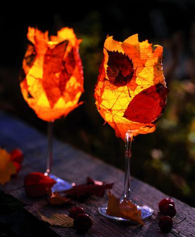 Decorazioni per la tavola: bicchieri con le foglie