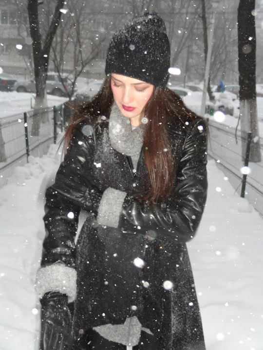 winter. snow. purple lips. street-style. boyfriend hat. black waistcoat. gray sweater. leather jacket