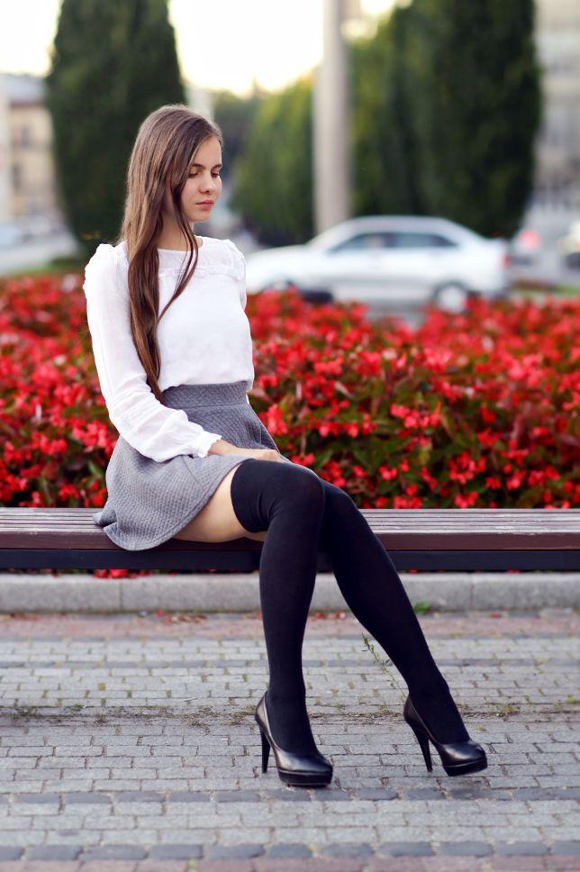 ...help! I have nothing to wear! - kobiecy blog o modzie: Biała bluzka w stylu vintage, szara spódniczka i zakolanówki