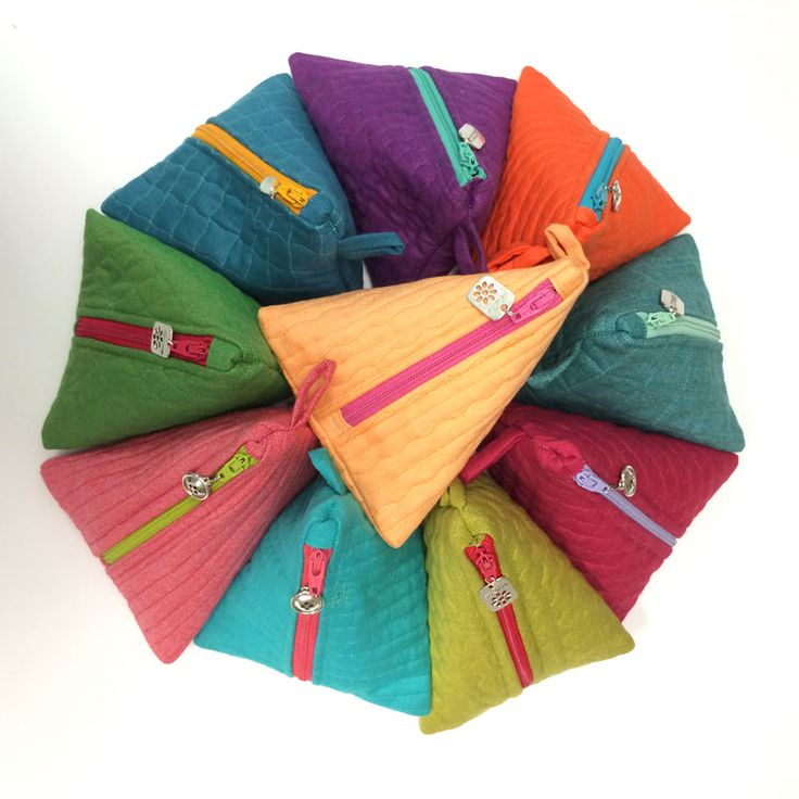 You can't make just one of these little zipper bags. How-to is on the Moda Blog today! http://blog.modafabrics.com/2015/07/july-christmas-ready/