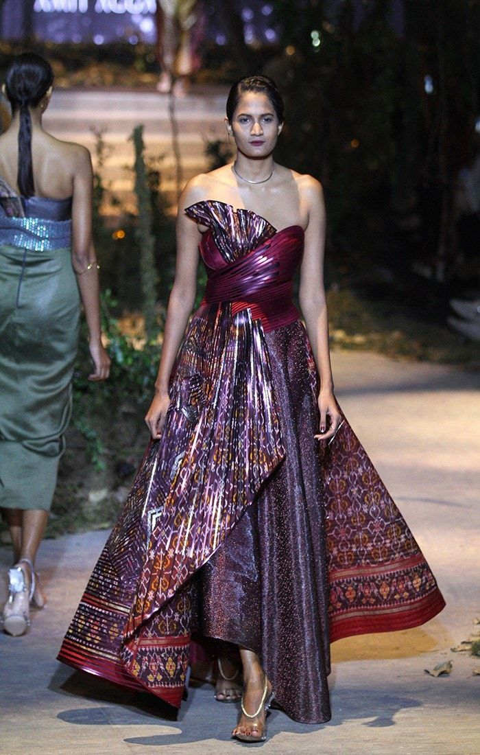 Tarun Tahiliani And Amit Aggarwal At Amazon India Fashion Week Autumn Winter 2017 In 2020 India Fashion Week Designer Dresses Indian Fashion