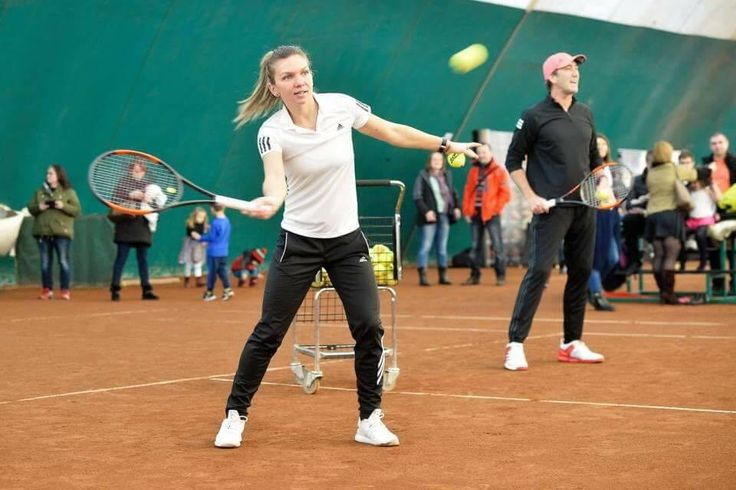 @Simona_Halep   Loved the atmosphere at Kids Day today! #ThanksTeam @darren_cahill