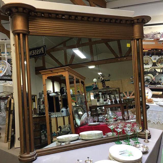 1970's mirror #auvieuxchaudron#antiques#antiquites#vintage#galery#deco#homedecoration#decoration#frenchart#vintagehome#labrocante#curiosities#interiör#decoração#europeantiques#chic#oldfurniture#art#artantiques#art#instahome#chic#antiquedealersofinstagram#antiquestore#brocantestyle#frenchantiques#antiguidades#wood#paimpol