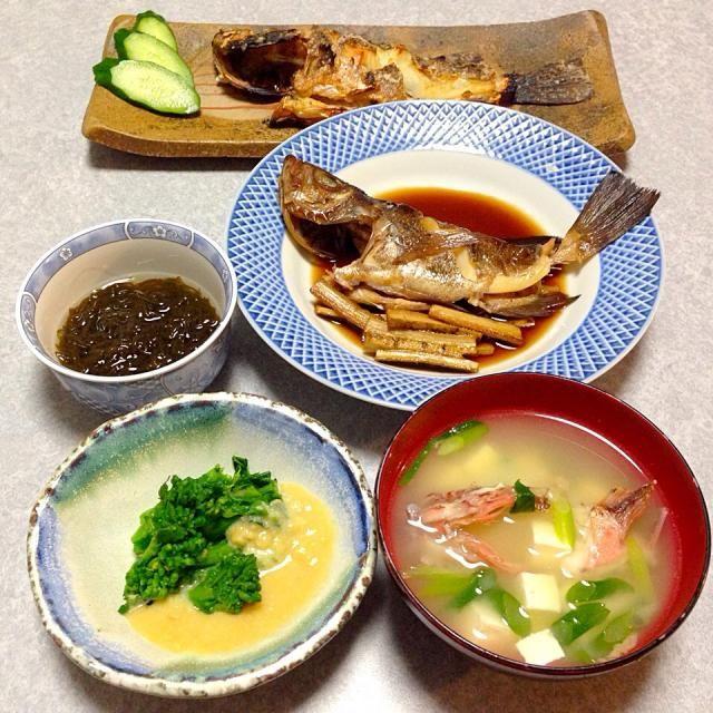 メバルの塩焼き、 メバルの煮付け、 カサゴの味噌汁、 もずく、 はなっこりーの酢味噌和え です。 - 18件のもぐもぐ - メバルが釣れたので by Orie Ueki