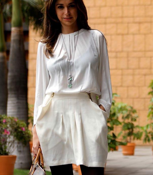 Look en tonos claros con leggins contrastantes. - Fotografía: Aldo Decaniz - El Palacio de Hierro