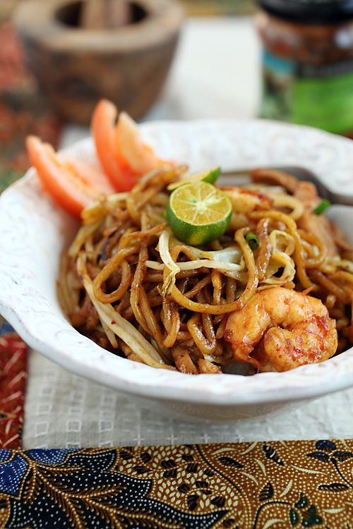 Indonesian Fried Noodles with Chicken, Shrimp & Cabbage