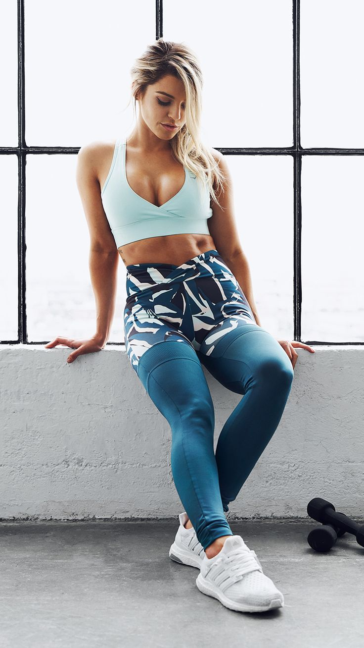 Bold and eye-catching. The Printed Dynamic leggings and Cross Back Sports Bra in 'duck egg' make the perfect workout outfit from the new Gymshark by Nikki Blackketter collection. The open back and low cut front of the crop top gives a stunning finish, com