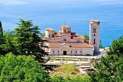 Excursiereis Macedonië 3  Description: Excursiereis is inclusief: Retourvlucht naar Ohrid Transfer van luchthaven naar hotel Alle overnachtingen in een 3 hotel (ter plaatse wordt bekend gemaakt welk hotel) Verzorging op basis van logies & ontbijt (tegen een toeslag kunt u halfpension bijboeken) Excursiereis is exclusief: Excursiepakket t.w.v. ?135 p.p. met 4 excursies (optioneel en te voldoen bij aankomst) wordt u nu aangeboden voor ?99- p.p. Het excursiepakket is inclusief: alle entrees…