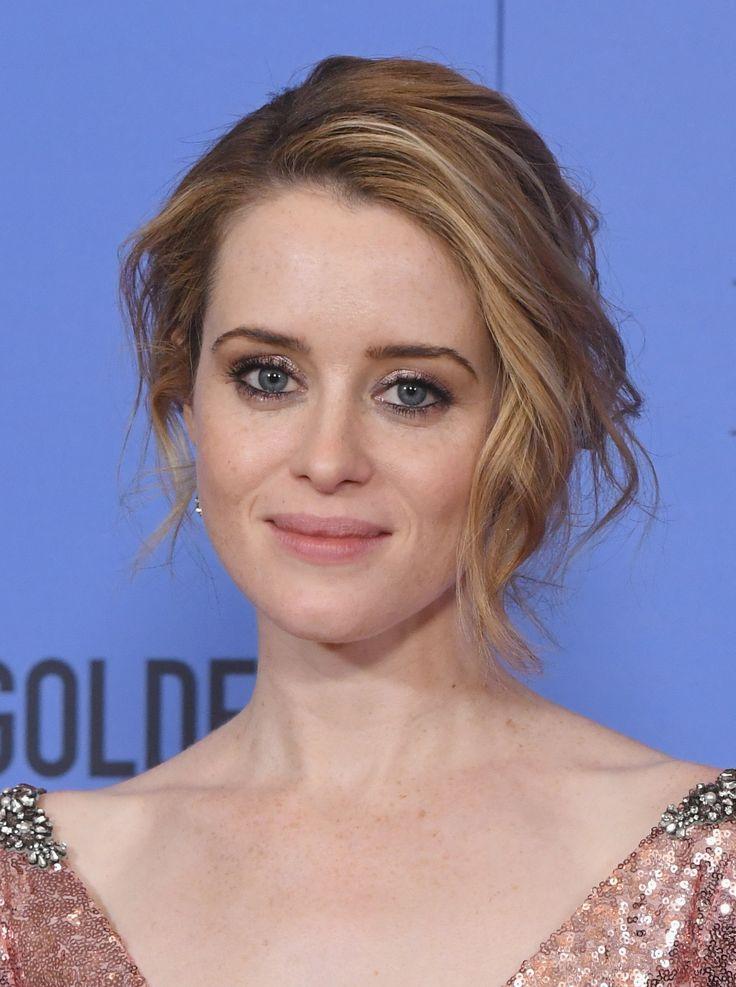 Claire Foy, que ganhou por seu papel em The Crown, foi de olho marcado de preto no contorno e preso bagunçadinho