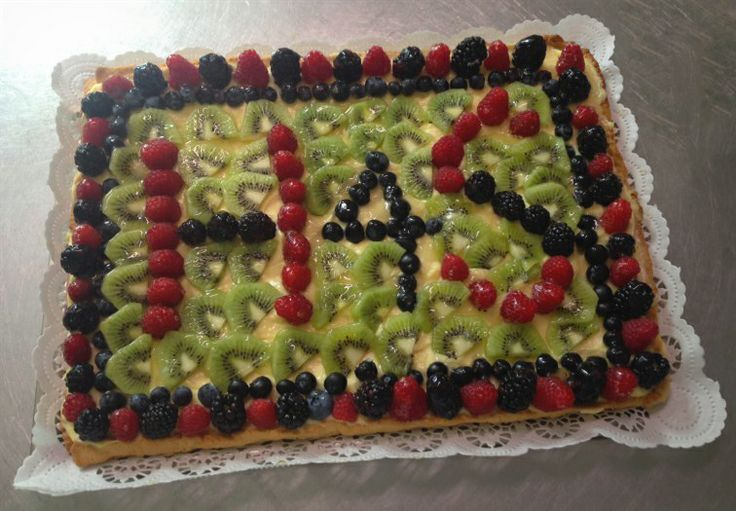 Start the day with a good #breakfast: here is our #fruit #tart... Yum! #cake #dessert