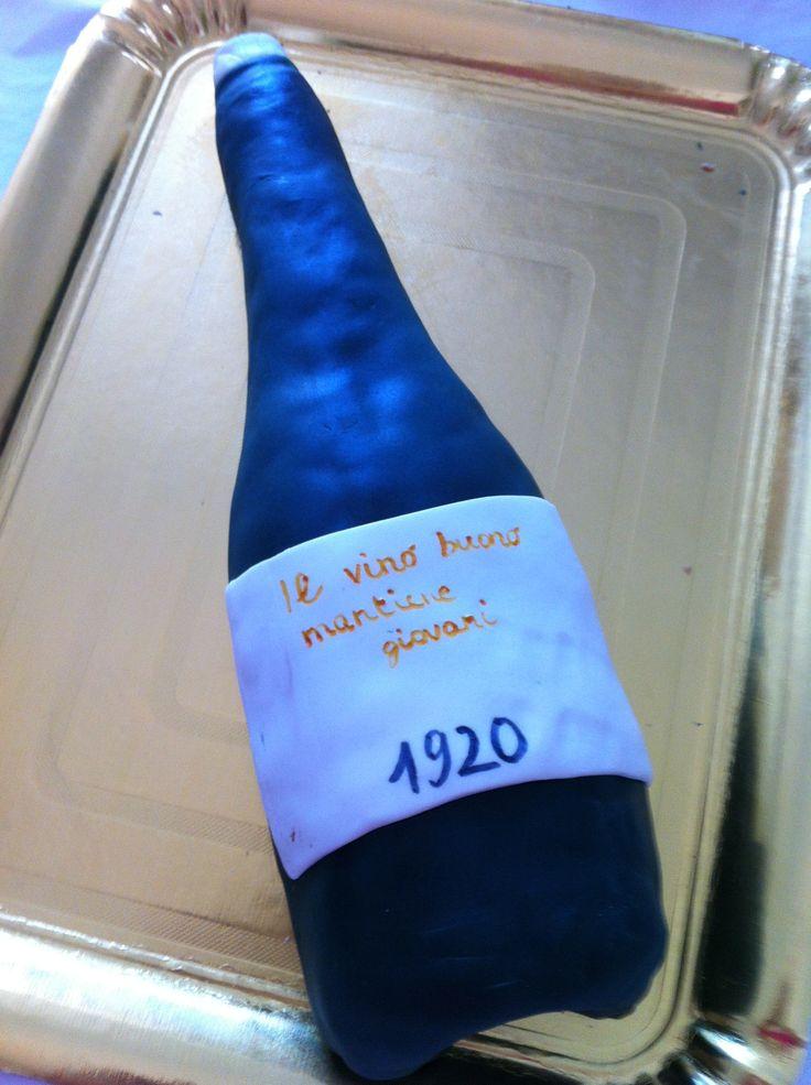 Torta per festeggiare un nonno speciale: bottiglia di vino in salame di cioccolato