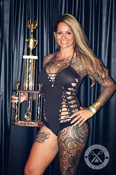 Twisted cuts swimwear pacific ink art expo 2015 queen for Hawaii tattoo expo
