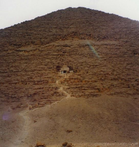 Egyptian Pyramids at Giza - What Do They Look Like Inside?