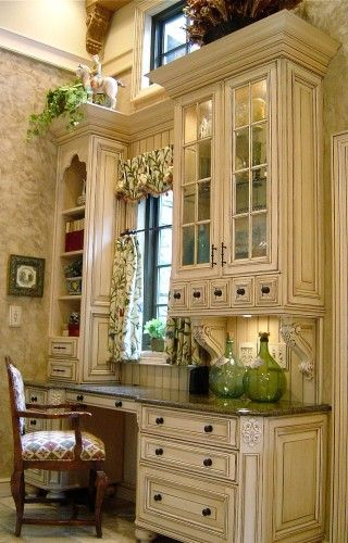 gorgeous desk area in kitchenDesks Area, Kitchens Desks, Cabinets Colors, English Cottages, Kitchens Offices, Desk Areas, Cottages Design, Desks Nooks, Traditional Home Offices