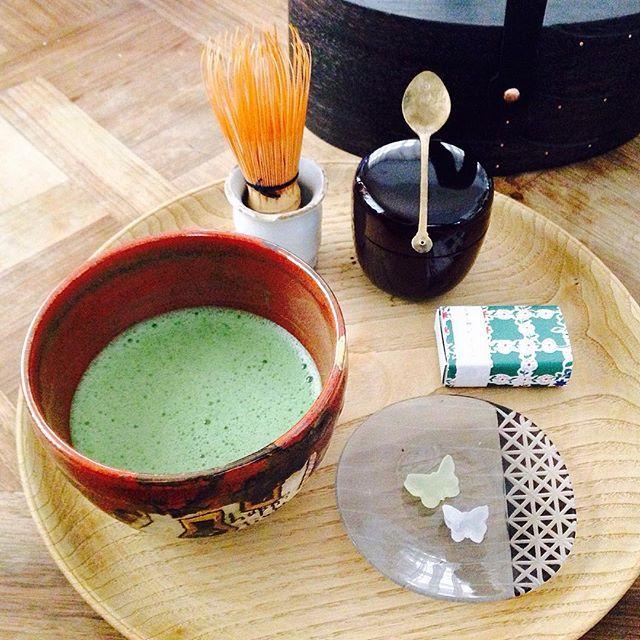Instagram media by ageharyou - MATCHA🍃お家茶道部🍃ぽったり屋さんの半生菓子、てふてふ✨口に入れるとふわっと溶ける🌸季節のお菓子✨可愛い😋 まわりまわってプレゼントされた 小林克久さんのShaker boxに 納めるお気軽お茶道具✨ なつめはチョコが入ってたモノ。 茶杓の代わりに韓国の古いスッカラ✨ お茶点てるのもカジュアル👀🎶 #matcha#抹茶#茶道#お家カフェ#お茶の時間#ぽったり屋#半生菓子#茶菓子#てふてふ#ちょうちょ#シェーカーボックス#オーバルボックス#小林克久#スッカラ#抹茶碗#盆#盛り付け#器#ウエダキヨアキ#暮らし#丁寧な暮らし#辻和美#豆皿#アゲハ食堂#Greentea#teatime#Japanesetea#tablesetting#beautiful#woodtray