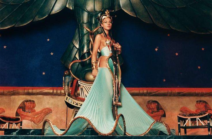 Monica Bellucci dans Astérix et Obélix, Mission Cléopatre - 2001
