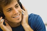 La sección de Listening mide la habilidad de los examinados para entender el inglés hablado. En un escenario académico, los estudiantes deben ser capaces de escuchar conferencias y conversaciones.