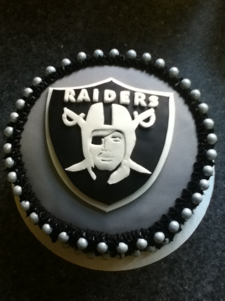 Cake chocolate, Helmets and Raiders on Pinterest