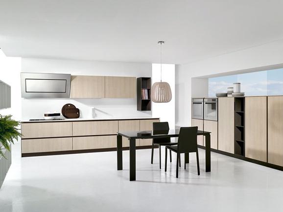 Cucina moderna finitura rovere sabbia con maniglia gola for Forno a legna cucina moderna