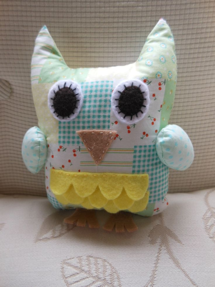 Cute little Hoot owl done in unisex colours.