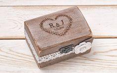 Anillo de boda portador caja anillo caja anillo rústico caja anillo personalizado de madera caja boda rústica caja bosque playa al aire libre bodas Una original Galería de boda Ineses propiedad de diseño, no copiar! Cuando usted compra una galería de boda Ineses original usted está comprando un recuerdo duradero y verdaderamente notable pieza de arte. Me siento honrado de ser parte de su día especial! ❤️❤️❤️Wedding promete libros no incluidos! En el sitio usted puede encontrar el…