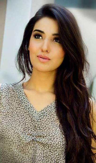 It is a wish of every Pakistani actress to have long and beautiful hairs. In this article I will tell you about those female celebrities who enjoy natural h