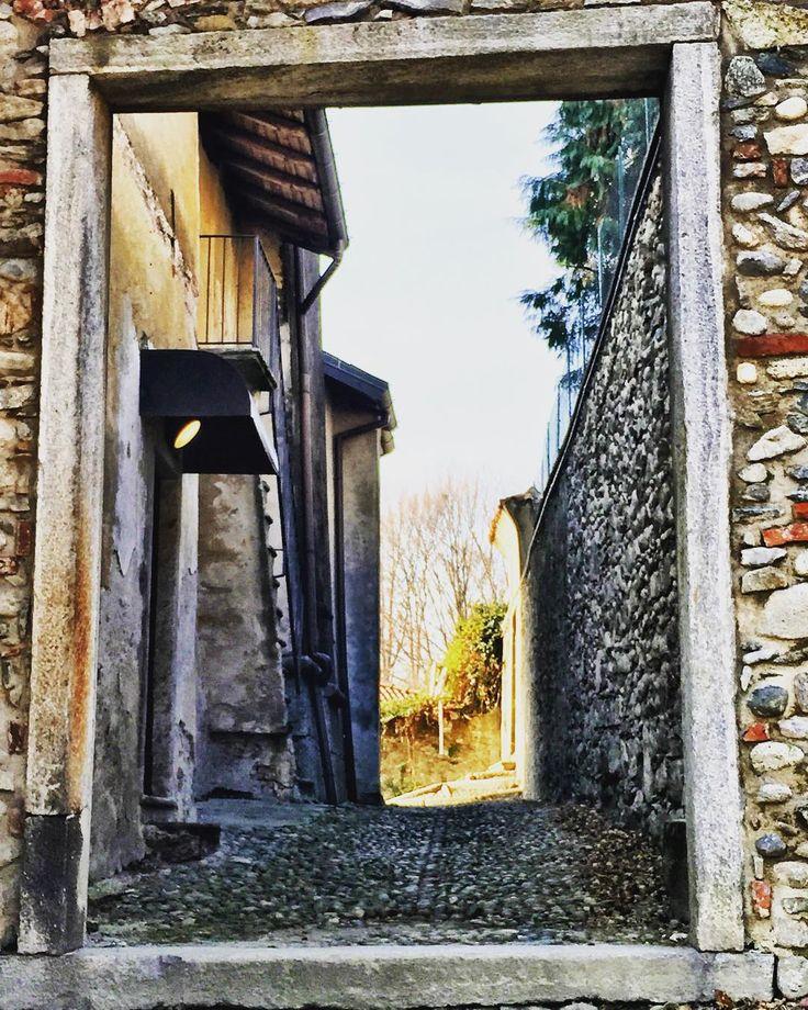 Oriano Ticino borghi e natura #sundaymood #rural #rural_love #travellover #sestocalende #loves_lombardia #lombardiadavedere #provinciadivarese #volgolombardia #autunno2015 #borghiditalia #paesinicarini
