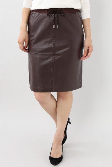 MAX&MOI レザースカート  MAX&MOI レザースカート 43200 2016AW FIGARO Paris レザーのしっとりした艶と上質感が魅力のタイトスカート タイトなシルエットに膝が隠れる着丈で大人らしく上品でモードな雰囲気 ハードな印象に見えがちなアイテムも赤みを帯びたパープルの優しいカラーで大人の女性にふさわしいアイテムに仕上がっています オーバーサイズのカットソーやニットを合わせてカジュアルにまとめた抜け感を演出してくれます MAX&MOI(マックスアンドモイ) フレンチシックな大人BRAND パリの神話をそしてナチュラルなエレガンス少し気取ったフェミニンさそして自由で共用に溢れる精神の作り出す魅力を体現する存在です 独自のモダンな現代性と本物だけが持つ洗練を兼ね備えています モデルサイズ:身長:164cm バスト:80cm ウェスト:59cm ヒップ:82cm 着用サイズ:36