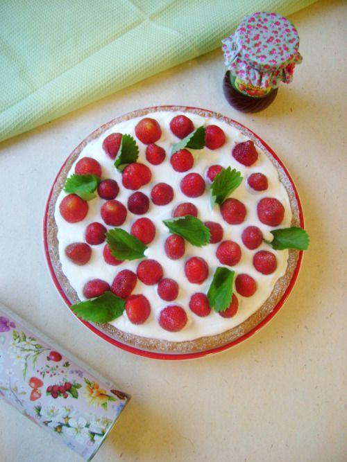 """Пирог """"Вкус лета"""". Земляника, взбитые сливки и песочный тарт - что может быть лучше!"""