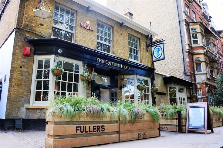 Visit Queen's Head Pub and Restaurant in Brook Green for a warm welcome, great Fuller's beer and delicious meals.